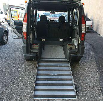 progetti_allestimentidisabili_comP13-12-201315-20-33Fiat-Doblò-Ribassato-Trasporto-Disabili6