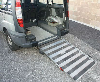 progetti_allestimentidisabili_comP13-12-201315-19-29Fiat-Doblò-Ribassato-Trasporto-Disabili5