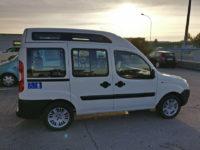 Fiat Doblò tetto alto usato con sollevatore per trasporto disabili